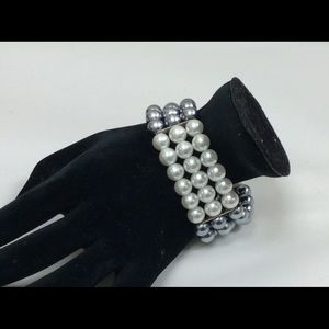 Jewelry - Costume Bracelet with I grey and white pearls.